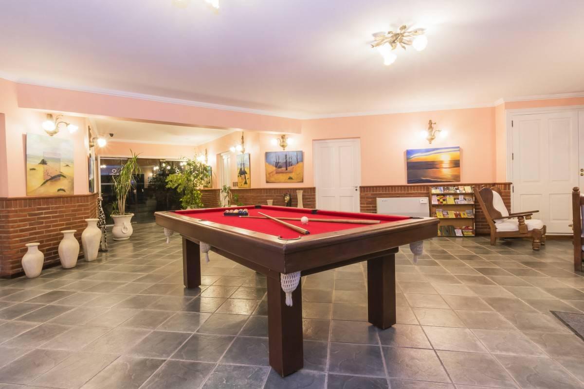 Pool y sala de juegos - Cabañas en carilo