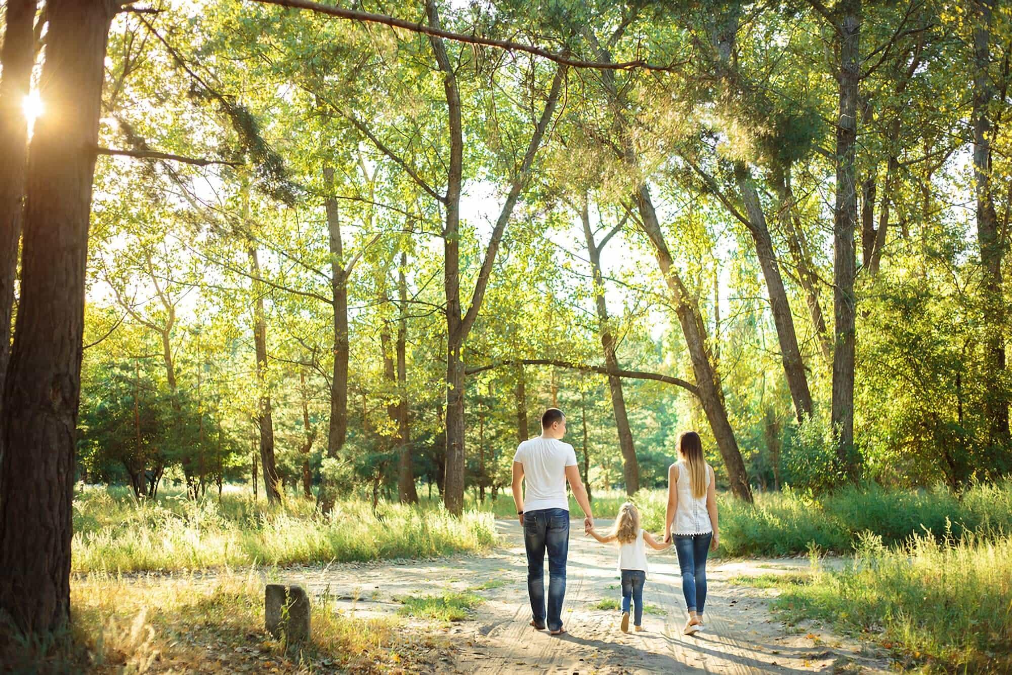 familia en el bosque de carilo